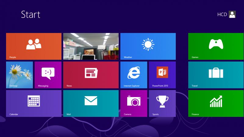 Microsoft Surfaceのスタート画面。タイルとユーザーアカウントのボタン(ボタンと判別しにくい)だけで、ナビゲーションやコマンドボタンが一切見当たらない。