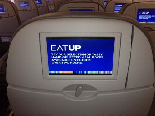 JetBlueのユーザーエクスペリエンスは機内でも継続している。そこでTVに映し出されるメッセージには他のチャネルとの一貫性がある。