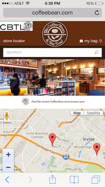 The Coffee Bean & Tea LeafのモバイルWebサイト: 地図の配置が原因で、ユーザーはページをスクロールしたいのに、意図せず地図内を移動してしまっていた。この地図のデザインが「ガター無し」になっていて(ページの要素が画面幅いっぱいまで広がっていて、周囲に空白が残されてない)、ユーザーがページをつかめる場所が画面下部には地図以外にないことがこの問題をさらに深刻にしている。