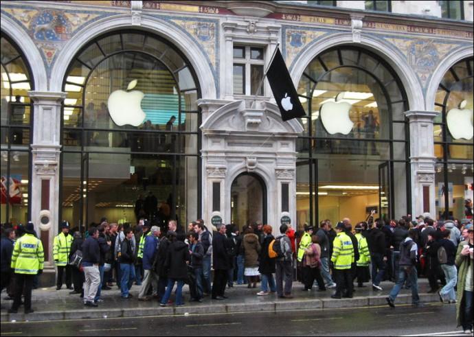 Apple Storeがイギリスにオープンした日。Lucius Kwok撮影。クリエイティブコモンズライセンスによる利用。