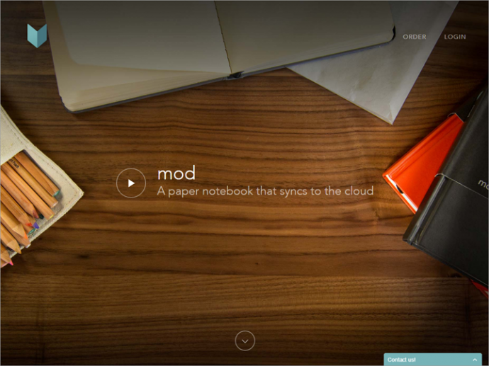 Mod Notebooksのサイトはページいっぱいの画像とビデオへのリンクからスタートする。この下にコンテンツがあることを視覚的に表しているのは矢印のみだが、その狙いは擬似的な下限を突破してもらうことにある。しかし、ユーザーにスクロールするように伝えるために矢印が必要になるデザインはすべきではないだろう。