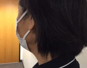 マスクをしている人の後ろ姿