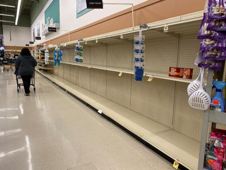 スーパーの、空になった棚